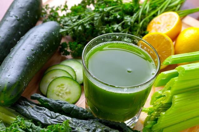Suco detox de limao e pepino