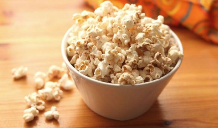 8 principais benefícios da pipoca de milho
