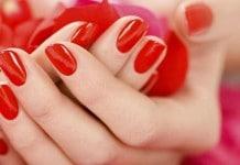 Unhas Decoradas de vermelho- Uma tendência universal