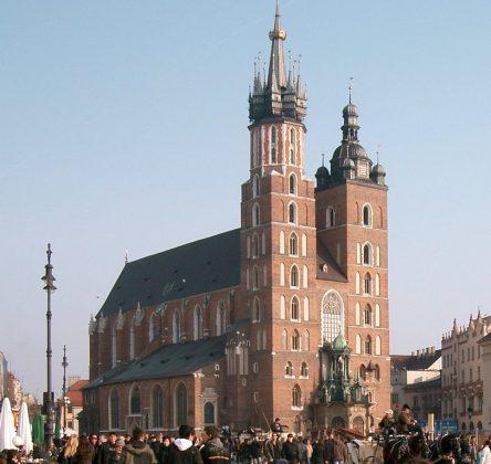 Basílica de Santa Maria, na praça Rynek Glówny, em Cracóvia