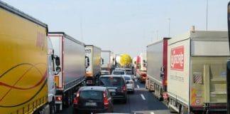 trânsito, carros, caminhões