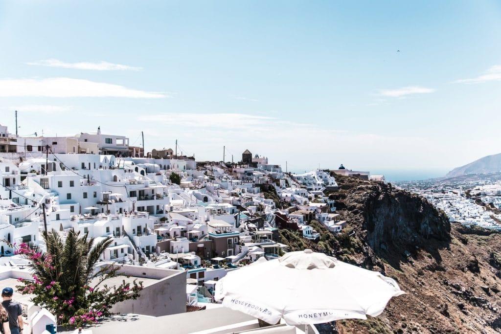 Casas brancas na Grécia - Casas no morro