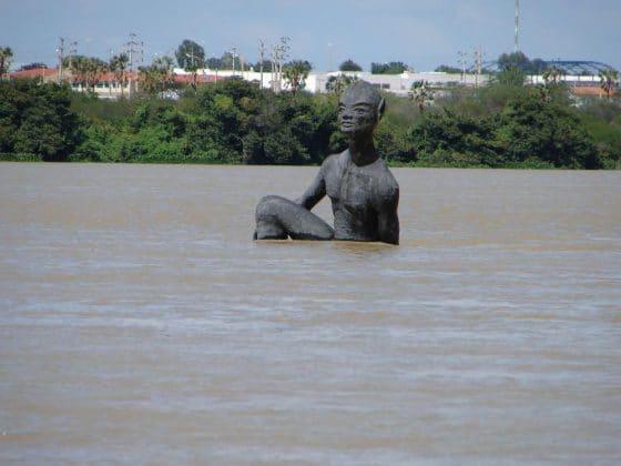 Estátua Nego D'água