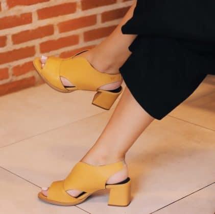 Sandália amarela - Sapato feminino
