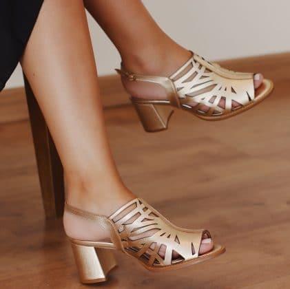Sandália dourada - Sapato feminino