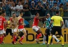 Grêmio e Internacional empatam 0x0 na Libertadores em Grenal com 8 expulsões