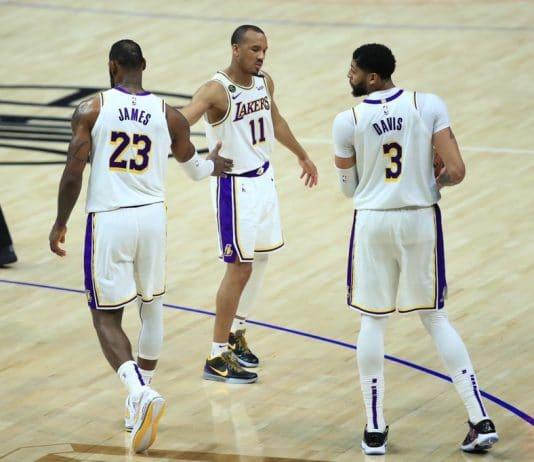 James e Davis brilham e Lakers vencem Clippers