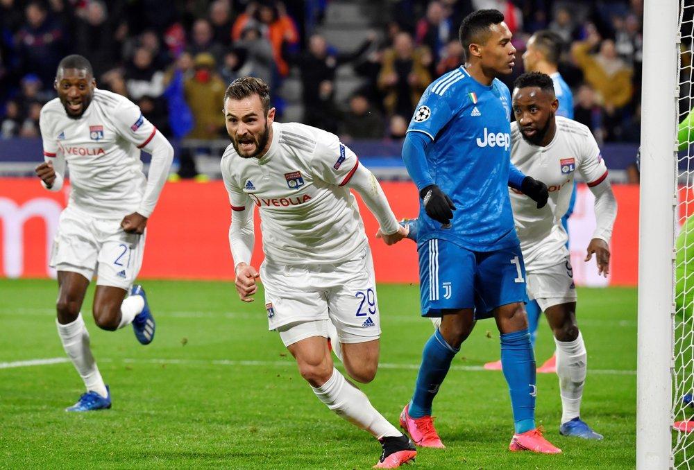 Lyon surpreende Juventus com gol de Tousart