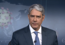 William Bonner se emociona ao final do Jornal Nacional